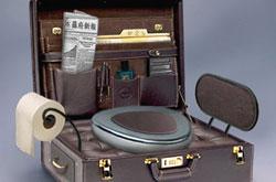 Японские специалисты создали портфель-унитаз.