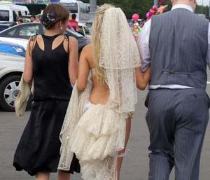 Почему мужчины одних любят, а женятся на других?