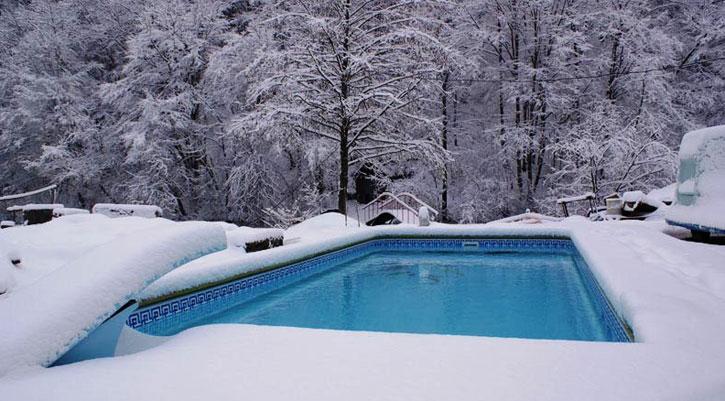 Зимний бассейн. Хлорированная вода в бассейнах может повреждать клетки ДНК