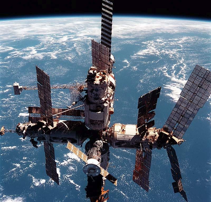 """Как гордость советской космонавтики 90-х годов станция """"МИР"""" могла передавать сигналы с того света"""