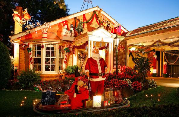Рождественские и новогодние декорации по всему миру